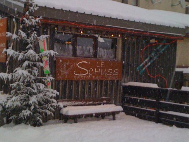 Le schuss bar sous la neige